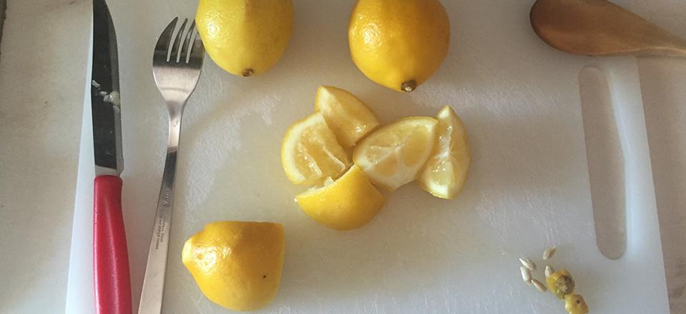 detersivo ecologico lavastoviglie - tagliare i limoni